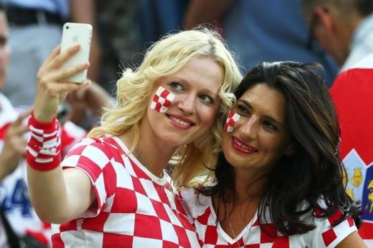 Hottest football fans selfie