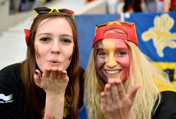 female fans cheering